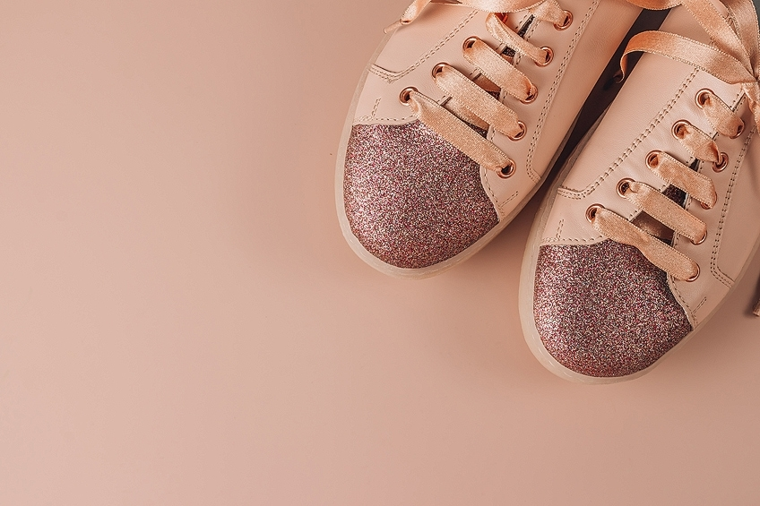 How to Seal Glitter on Shoes