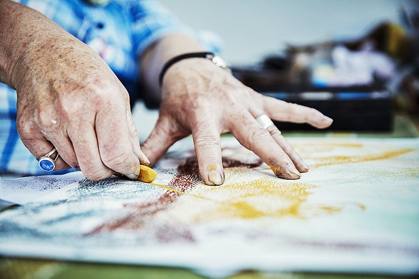 How to Use Oil Pastels on Paper